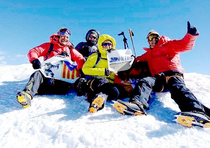 Representants de l'Associació Excursionista Montaltrek de Sant Vicenç de Montalt que han tornat del Nepal, on hi han estat quatre cops