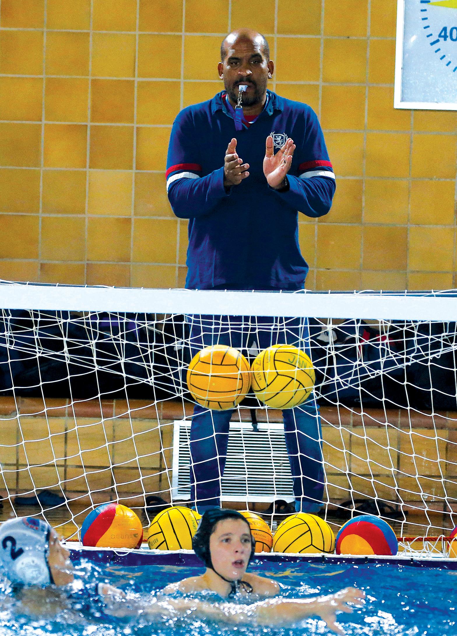 Va arribar a Catalunya després de jugar amb Cuba els JJOO de Barcelona'92. Es va nacionalitzar espanyol el 1997 i es va retirar als JJOO de Londres 2012 amb 32 anys ininterromputs dins l'aigua