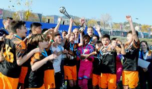El torneig va reunir 32 equips, dels quals la meitat debutaven en la competició