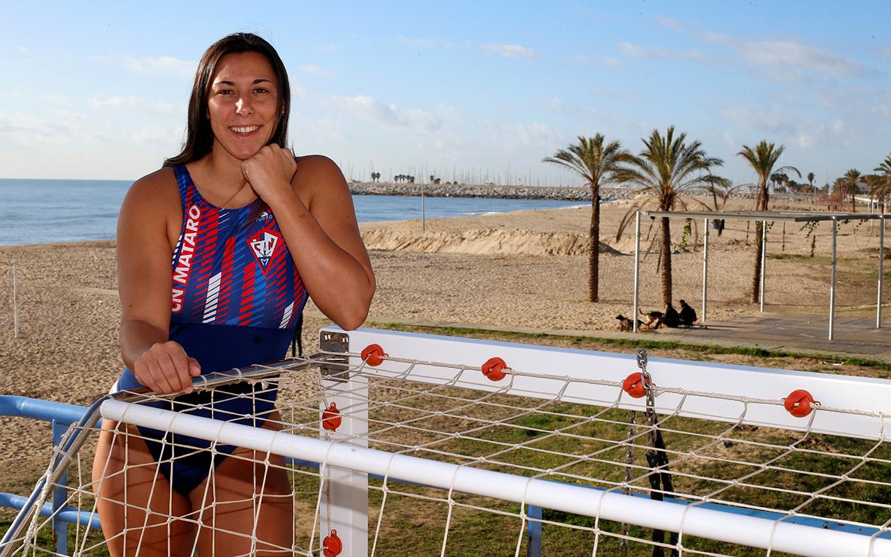 Ha estat campiona d'Europa 2020 i subcampiona del món 2019 amb la selecció espanyola de waterpolo.Darrere d'aquesta aparent timidesa s'amaga la força d'una extraordinària esportista. Després de quatre anystriomfant a Hawaii, aterra en el CN Mataró per aportar el seu gra de sorra. Per sobre de tot, és una gran lluitadora.